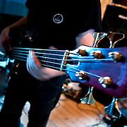 Hráč saxofónu Ole Mathisen a jeho brat Per, najžiadanejší basgitarista v Nórsku, Slovenská časť: uznávaný gitarista Juraj Burian a najvyhľadanejší bubeník Martin Valihora. Toto stretnutie je vysoko výbušné hudobné stretnutie, všetci sú fenomenálni hráči na svoje nástroje. Môžete sa tešiť na dych berúce sóla, úžasné zložité súhry, krásne zvuky, očarujúce melódie. Aj keď tento kvartet prezentuje elektrický jazz, divák bude môcť počuť širokú škálu zvukov, rytmov, melódii a akordov, obrovskú škálu hudobných žánrov. Každá osoba, ktorá má lásku pre akýkoľvek druh hudby si môže vychutnať koncert s týmto súborom. Tento jedinečný projekt zaznie na Slovensku iba na OravaJazz festivale.