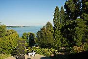 Insel Mainau, Schlosspark, Blick auf den Bodensee, Baden-Württemberg, Deutschland.. | ..Isle of Mainau, palace garden, view on Lake Constance, Germany