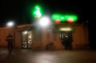 L'Aquila, Italia - 31 marzo 2013. Uno dei pochissimi bar aperti all'Aquila.Ph. Roberto Salomone Ag. Controluce