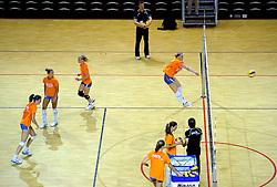 10-05-2011 VOLLEYBAL: TRAINING ORANJE VOLLEYBALVROUWEN: ALMERE<br /> De volleybalsters bereiden zich in Almere voor op nieuwe seizoen / Ester de Vries<br /> ©2011-FotoHoogendoorn.nl