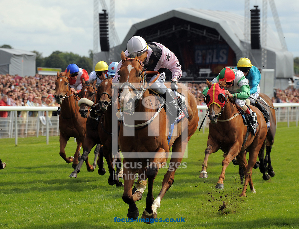 A preview of this weekend's favourite runners. <br /> Picture by Martin Lynch/Focus Images Ltd 07501333150<br /> 16/09/2016<br /> <br /> Original caption:<br /> Centre is Hoof It with K Fallon 1st in Handicap dash at York 23-7-11.