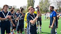 AMSTELVEEN -  Hockey Hoofdklasse heren Pinoke-Amsterdam (3-6).  een geëmotioneerde  Dennis Warmerdam (Pinoke) , die  vanwege kanker en een tumor in zijn arm, zijn hockeycarrière moet beëindigen ,   na afloop van de wedstrijd tegen A'dam.   Tom van de Rijt (Pinoke),  Lukas Sutorius (Pinoke), Marlon Landbrug (Pinoke), coach Jesse Mahieu (Pinoke)  COPYRIGHT KOEN SUYK