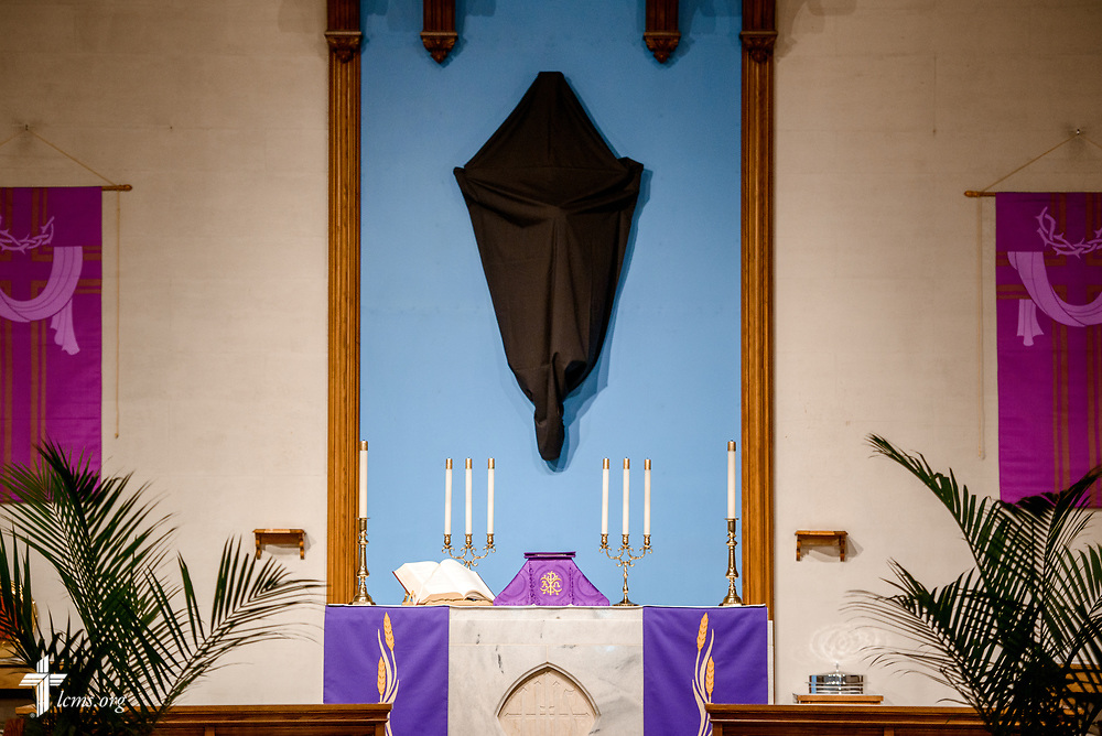 The altar adorned for Lent and Palm Sunday at Lutheran Church of the Redeemer, Baltimore, on Palm Sunday, March 25, 2018. LCMS Communications/Erik M. Lunsford
