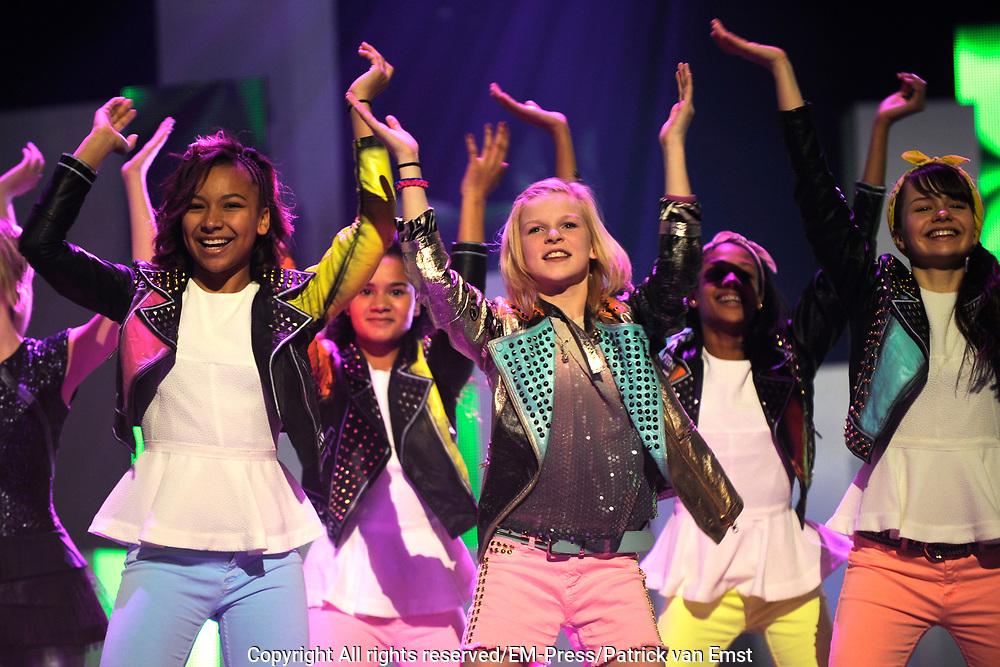 Dress rehearsal Junior Eurovisie Songfestival 2012 in de Heineken Music Hall.<br /> <br /> op de foto:  Alle finalisten van het Junior Songfestival met in het midden Femke Meines uit Nederland