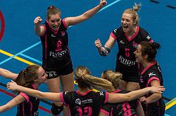 09-04-2016 NED: SV Dynamo - Flamingo's 56, Apeldoorn<br /> Flamingo's doet een goede stap naar het kampioenschap in de Topdivisie. Dynamo wordt met 3-0 verslagen / Steffie Janshen #6 of Flamingo, Lynn Blenckers #5 of Flamingo