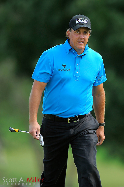Phil Mickelson (USA) on the first hole during the final round of the PGA Tour Championship the final event of the 2009 FedEx Cup at East Lake Golf Club on Sept. 27, 2009 in Decatur, Ga.     ..©2009 Scott A. Miller