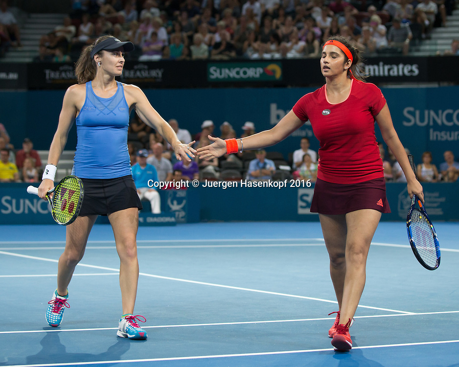 Martina Hingis und Sania Mirza klatschen ab  Doppel Finale<br /> <br /> Tennis - Brisbane International  2016 - WTA -  Queensland Tennis Centre - Brisbane - QLD - Australia  - 9 January 2016. <br /> &copy; Juergen Hasenkopf