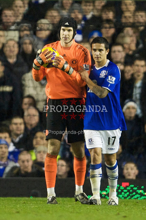 LIVERPOOL, ENGLAND - Monday, December 22, 2008: Everton's Tim Cahill and Chelsea's goalkeeper Petr Cech during the Premiership match at Goodison Park. (Photo by David Rawcliffe/Propaganda)