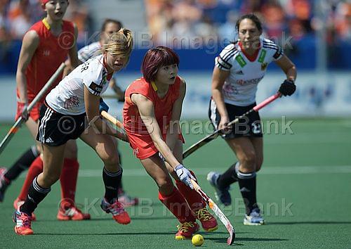 DEN HAAG - Rabobank Hockey World Cup<br /> 05 Germany - China<br /> foto: Jiaojiao De (red).<br /> COPYRIGHT FRANK UIJLENBROEK FFU PRESS AGENCY
