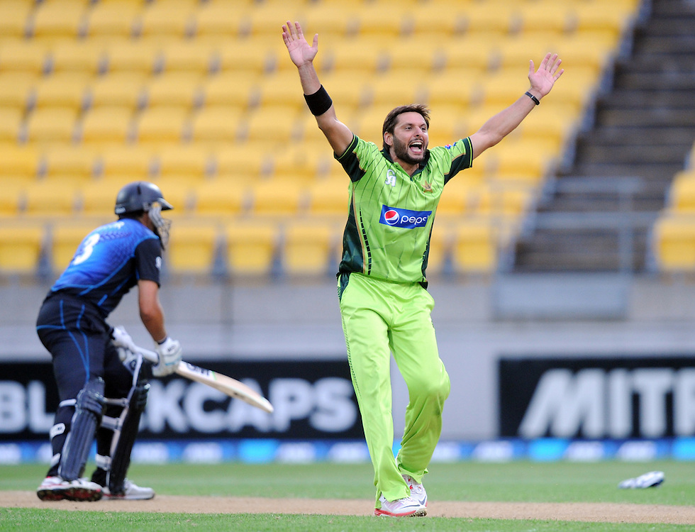 Pakistan's Shahid Afridi makes an unsuccessful appeal for the wicket of New Zealand's Ross Taylor in the 1st One Day International cricket match at Westpac Stadium, New Zealand, Saturday, January 31, 2015. Credit:SNPA / Ross Setford