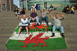 OSLO, NORWAY - Wednesday, September 5, 2001: Wales supporters from Bridgend soak-up the sun in Oslo ahead of the FIFA World Cup 2002 Qualifying Group 5 match against Norway. (Pic by David Rawcliffe/Propaganda)