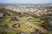 Nederland, Zuid-Holland, Schiedam, 04-03-2008; Knooppunt Kethelplein gezien naar het noordoosten, naar Schiedam; kruising Rijksweg A20 met A4; de A4 is onvoltooid, het deel richting Delft ontbreekt; onvolledig klaverblad, nvolledig klaverblad, wel zijn de betonnen pijlers voor de doorgaande weg gebouwd (links van de bestande A4); hoogbouw, flats. .luchtfoto (toeslag); aerial photo (additional fee required); .foto Siebe Swart / photo Siebe Swart