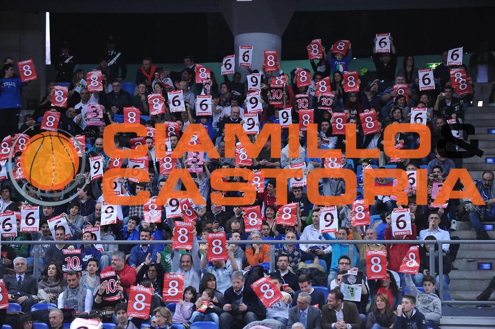 DESCRIZIONE : Pesaro Edison All Star Game 2012<br /> GIOCATORE : Tifosi<br /> CATEGORIA : slam dunk contest gara delle schiacciate<br /> SQUADRA : Italia Nazionale Maschile<br /> EVENTO : All Star Game 2012<br /> GARA : Italia All Star Team<br /> DATA : 11/03/2012 <br /> SPORT : Pallacanestro<br /> AUTORE : Agenzia Ciamillo-Castoria/M.Marchi<br /> Galleria : FIP Nazionali 2012<br /> Fotonotizia : Pesaro Edison All Star Game 2012<br /> Predefinita :
