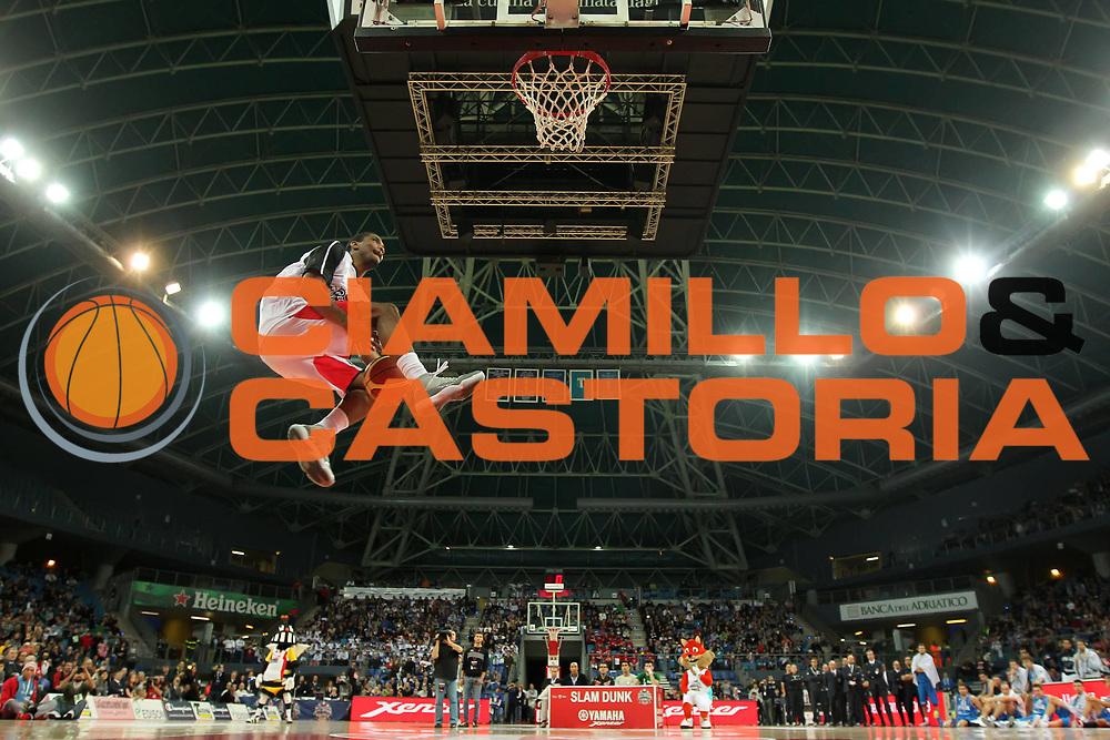 DESCRIZIONE : Pesaro Edison All Star Game 2012<br /> GIOCATORE : James White<br /> CATEGORIA :  slum dunk contest gara delle schiacciate<br /> SQUADRA : All Star Team<br /> EVENTO : All Star Game 2012<br /> GARA : Italia All Star Team<br /> DATA : 11/03/2012 <br /> SPORT : Pallacanestro<br /> AUTORE : Agenzia Ciamillo-Castoria/ElioCastoria<br /> Galleria : FIP Nazionali 2012<br /> Fotonotizia : Pesaro Edison All Star Game 2012<br /> Predefinita :