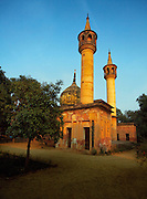 The complex which houses the family residence or Mahmudabad Kothi is called Qila and is spread over 20 acres. Amongst the<br /> interesting architectural structures here are the Najaf, a replica of the shrine of Imam Ali in Iraq and the Dargah, Hazrat e Abbas