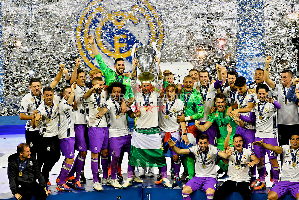 CARDIFF, WALES - Saturday, June 3, 2017: Real Madrid's Sergio Ramos lifts the European Cup trophy after during the UEFA Champions League Final between Juventus FC and Real Madrid CF at the Stadium of Wales. (Pic by Handout/UEFA via Propaganda)