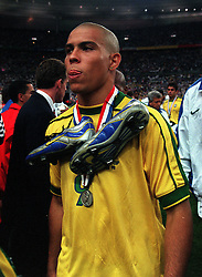A dejected Ronaldo leaves the pitch with his Nike boots around his neck after the 3-0 defeat to France. World Cup Final 1998 between France and Brazil at the Stade De France, St Denis, N. Paris, France. 12th July 1998