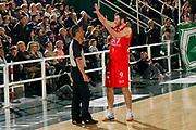 DESCRIZIONE : Avellino Lega A 2011-12 Sidigas Avellino EA7 Emporio Armani Milano<br /> GIOCATORE : Antonis Fotsis Arbitro Lanzarini<br /> SQUADRA : EA7 Emporio Armani Milano<br /> EVENTO : Campionato Lega A 2011-2012<br /> GARA : Sidigas Avellino EA7 Emporio Armani Milano<br /> DATA : 22/04/2012<br /> CATEGORIA : proteste<br /> SPORT : Pallacanestro<br /> AUTORE : Agenzia Ciamillo-Castoria/A.De Lise<br /> Galleria : Lega Basket A 2011-2012<br /> Fotonotizia : Avellino Lega A 2011-12 Sidigas Avellino EA7 Emporio Armani Milano<br /> Predefinita :