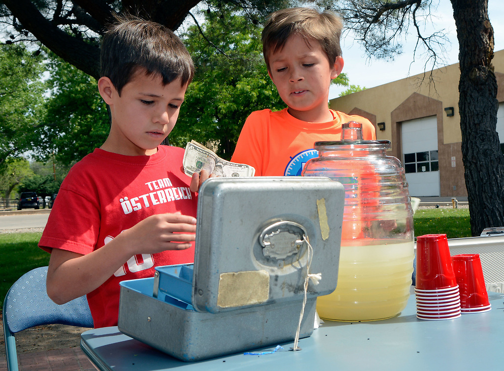 jt050617d/a sec/jim thompson/ left to right- William and Walter Bradford make change at their lemonade stand at the Los Ranchos Farmers Market Saturday morning. Saturday May. 06, 2017. (Jim Thompson/Albuquerque Journal)