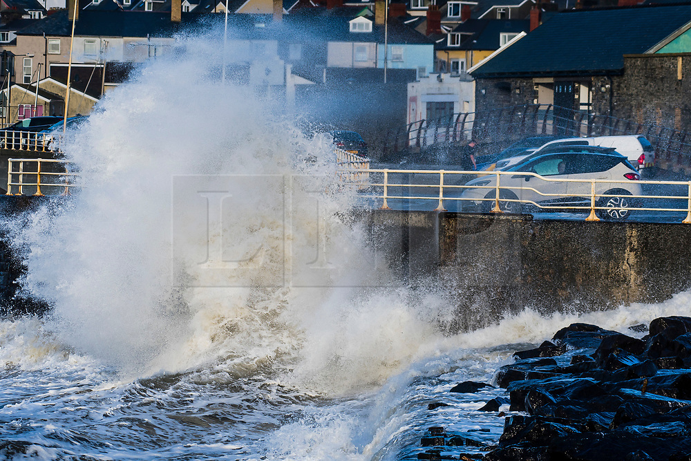 © London News Pictures. 29/12/2017. Aberystwyth, UK.  Gale force winds gusting to over 40mph bring huge waves and  rough seas to pound the seafront promenade and harbour defences in Aberystwyth , on the Irish Sea coast of west Wales. Photo credit: Keith Morris/LNP