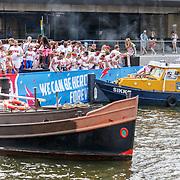 NLD/Amsterdam/20180604 - Gaypride 2018, aanvaring met de BNN Vara boot