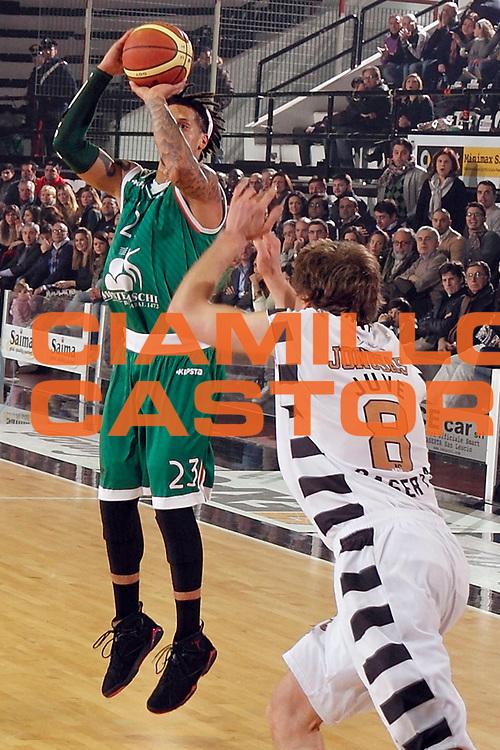 DESCRIZIONE : Caserta Lega A 2012-13 Juve Caserta Montepaschi Siena<br /> GIOCATORE : Daniel Hackett<br /> CATEGORIA : tiro<br /> SQUADRA : Montepaschi Siena<br /> EVENTO : Campionato Lega A 2012-2013 <br /> GARA : Juve Caserta Montepaschi Siena<br /> DATA : 17/03/2013<br /> SPORT : Pallacanestro <br /> AUTORE : Agenzia Ciamillo-Castoria/A. De Lise<br /> Galleria : Lega Basket A 2012-2013  <br /> Fotonotizia : Caserta Lega A 2012-13 Juve Caserta Montepaschi Siena