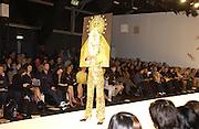Arkadius fashion show. 17 September 2001. © Copyright Photograph by Dafydd Jones 66 Stockwell Park Rd. London SW9 0DA Tel 020 7733 0108 www.dafjones.com