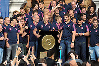 Sergio PARISSE / Pascal PAPE  - 15.06.2015 - Presentation du bouclier de Brennus par les joueurs du Stade Francais a l'Hotel de Ville - Paris <br /> Photo : Nolwenn Le Gouic / Icon Sport