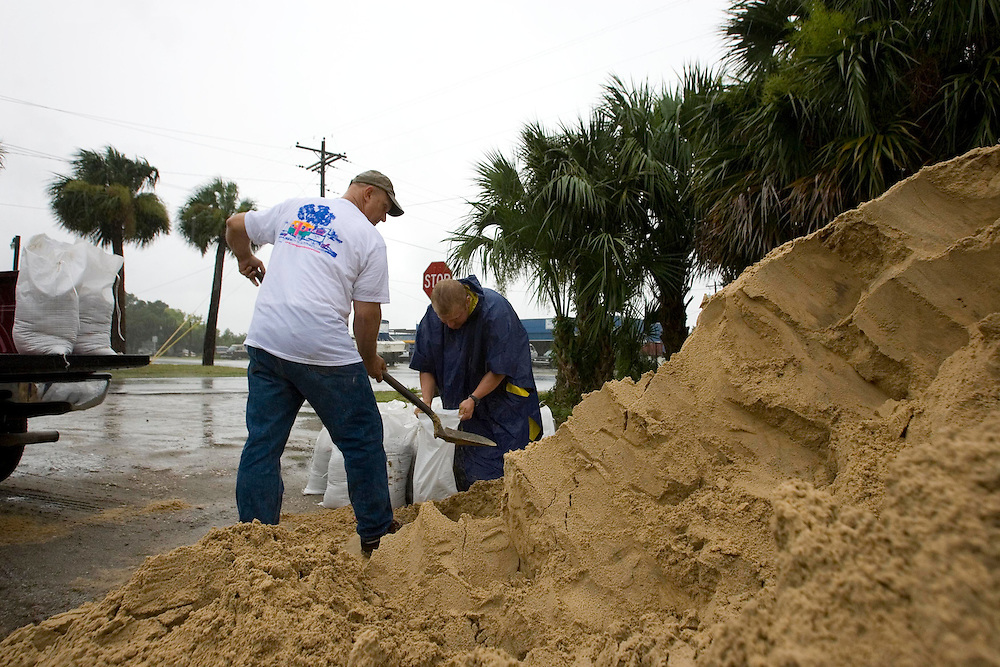 Residents of Cedar Key, Florda prepare sand bags for their homes in preparation for Tropical Storm Alberto May 12, 2006. REUTERS/Scott Audette
