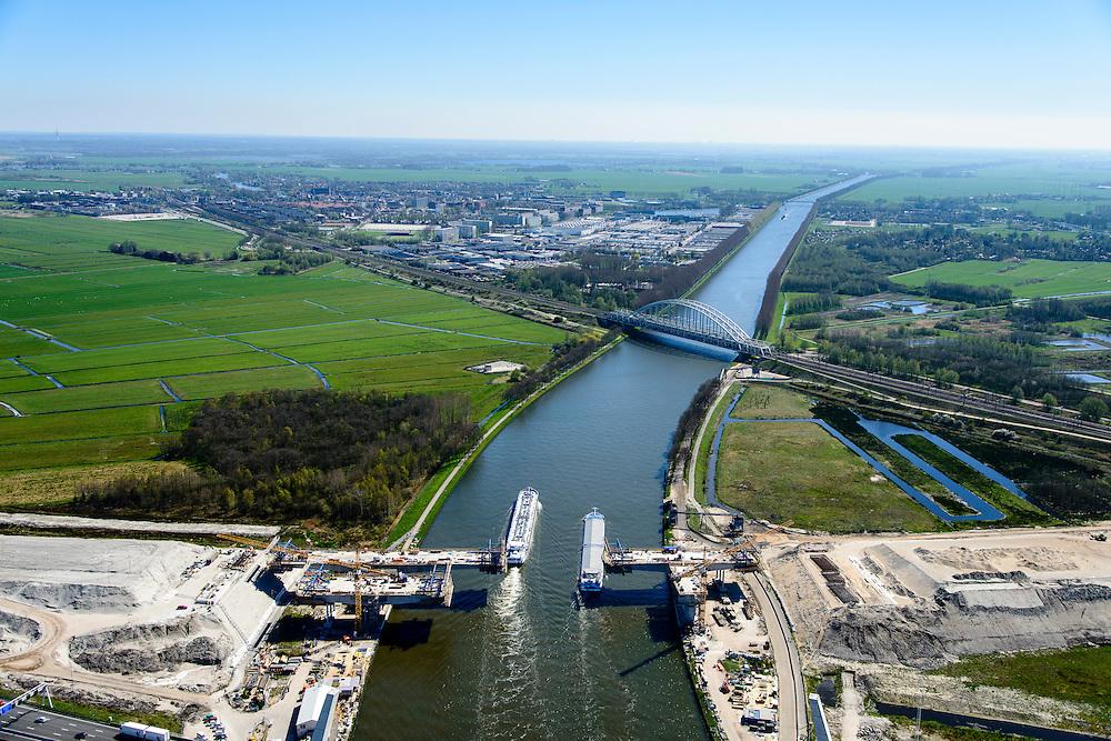 Nederland, Noord-Holland, Muiden, 20-04-2015; weguitbreiding Schiphol - Amsterdam - Almere (SAA), verbreding A1, aanleg nieuwe brug over het Amsterdam-Rijnkanaal. Spoorburg in de achtergrond.<br /> Widening of the motorway A1 Schiphol - Amsterdam - Almere (SAA), construction of new bridge.<br /> <br /> luchtfoto (toeslag op standard tarieven);<br /> aerial photo (additional fee required);<br /> copyright foto/photo Siebe Swart