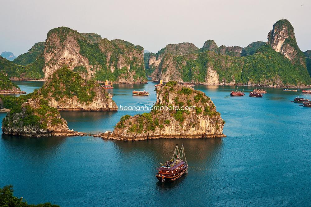 Vietnam Images- seascape-natural Heritage-Ha Long.