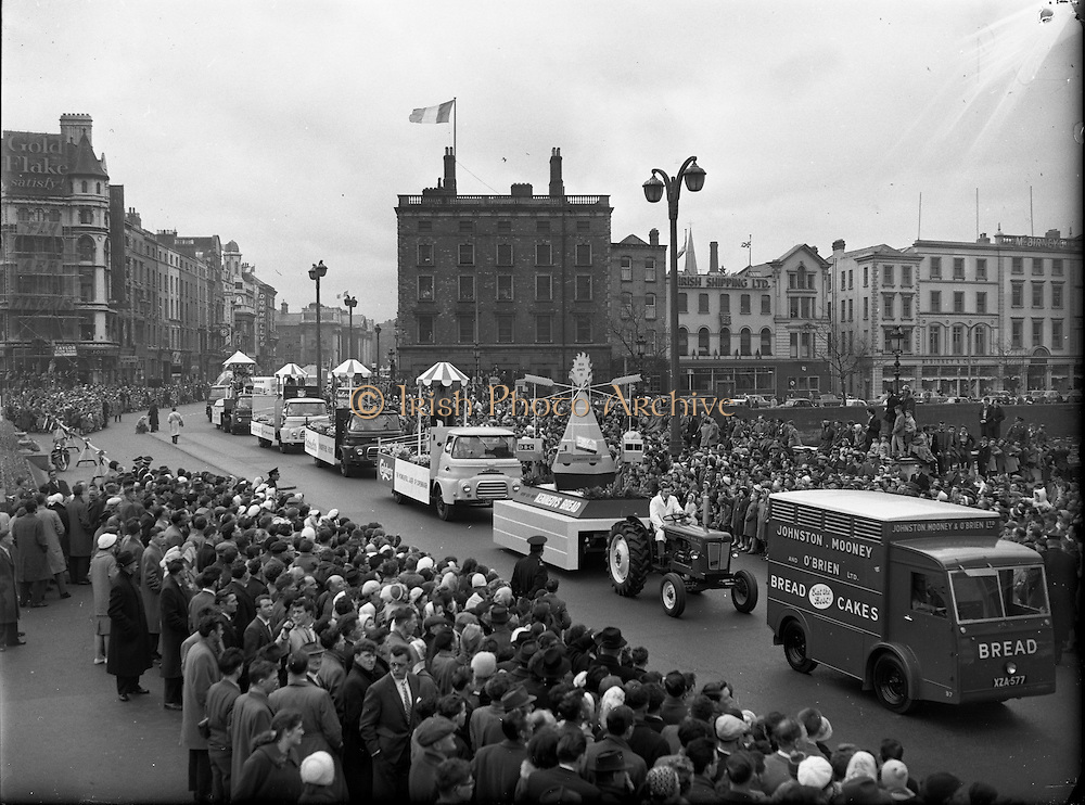 St. Patrick's Day - N.A.I.D.A. Queen of the Plough, Mary Shanahan parades through O'Connell Bridge, Dublin, Ireland, looking down  River Liffey in Dublin, and joining O'Connell Street to D'Olier Street, Westmoreland Street and the south quays. <br /> ..17.03.1961.<br /> <br /> Irish historic photo of  St. Patrick's Day, O'Connell Street, Dublin, Ireland.