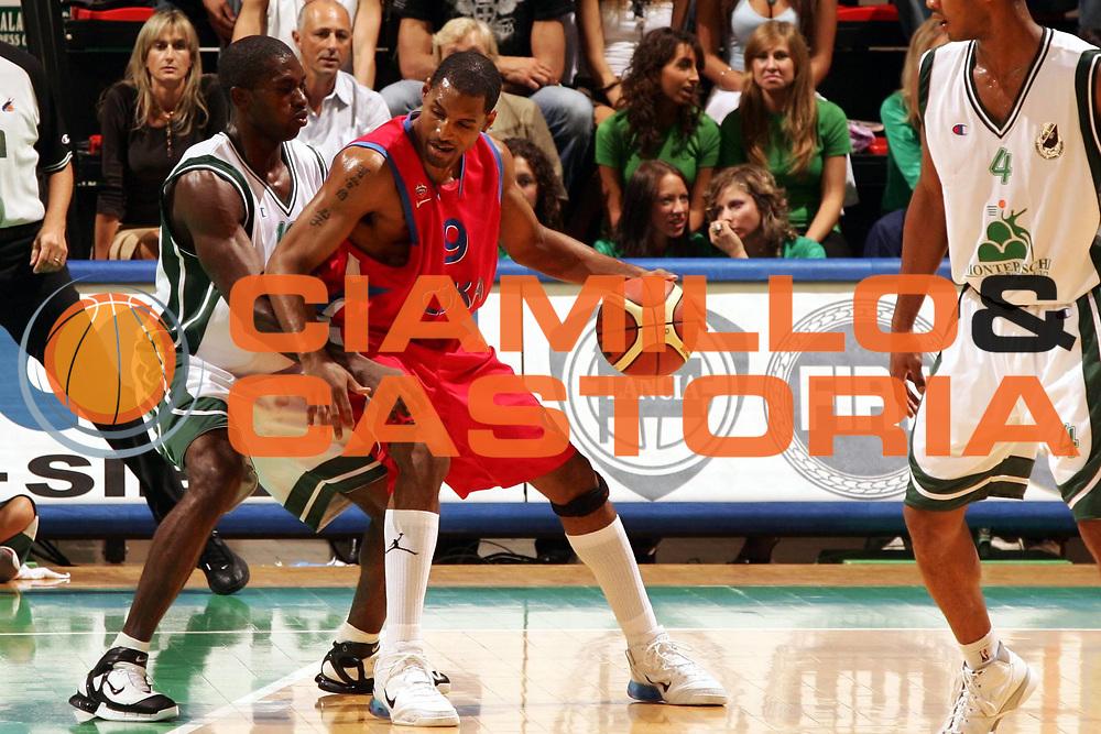 DESCRIZIONE : Siena Precampionato Lega A1 2006-07 Montepaschi Siena Cska Mosca <br /> GIOCATORE : Vanterpool <br /> SQUADRA : Cska Mosca <br /> EVENTO : Precampionato Lega A1 2006-2007 <br /> GARA : Montepaschi Siena Cska Mosca <br /> DATA : 23/09/2006 <br /> CATEGORIA : Palleggio <br /> SPORT : Pallacanestro <br /> AUTORE : Agenzia Ciamillo-Castoria/P.Lazzeroni