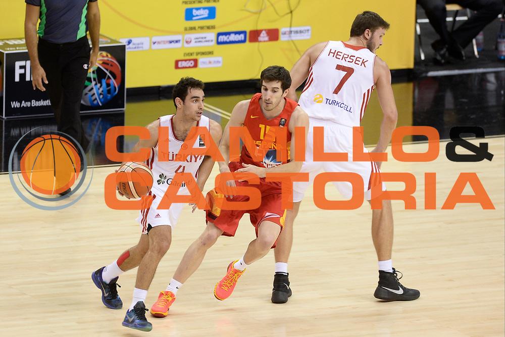 DESCRIZIONE: Berlino EuroBasket 2015 - <br /> Turkey Spain<br /> GIOCATORE: Kartal Ozmizrak<br /> CATEGORIA: Palleggio blocco<br /> SQUADRA: Turkey<br /> EVENTO: EuroBasket 2015 <br /> GARA: Berlino EuroBasket 2015 - Turkey vs Spain<br /> DATA: 06-09-2015 <br /> SPORT: Pallacanestro <br /> AUTORE: Agenzia Ciamillo-Castoria/I.Mancini <br /> GALLERIA: FIP Nazionali 2015 FOTONOTIZIA: Berlino EuroBasket 2015 - Turkey vs Spain