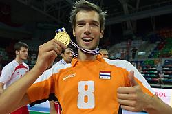 01-07-2012 VOLLEYBAL: EUROPEAN LEAGUE PRIJSUITREIKING: ANKARA<br /> Nederland wint de European League 2012 / Bas van Bemmelen (#8 NED)<br /> ©2012-FotoHoogendoorn.nl/Conny Kurth