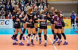 02-10-2016 NED: Supercup VC Sneek - Eurosped, Doetinchem<br /> Eurosped wint de Supercup door Sneek met 3-0 te verslaan / Vreugde bij Eurosped