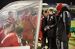 BRISTOL, ENGLAND - Thursday, January 15, 2009: Liverpool players sit for a team-talk from manager Hughie McAuley as they prepare for extra time against Bristol Rovers during the FA Youth Cup match at the Memorial Stadium. (Mandatory credit: David Rawcliffe/Propaganda)