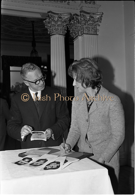 01/06/1964<br /> 06/01/1964<br /> 01 June 1964<br /> Language Organisations reception at the Shelbourne Hotel, Dublin for signing of declaration regarding the future of the Irish language. Among the leading personalities gathered to sign the National Declaration regarding the future of the Irish Language were Proinnsios Moc a'Bheatha, (Glun na Bua) and Mrs. Beatrice Behan, widow of the playwright.