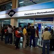 Colas de compradores de electrodomesticos por el aumento del dolar preferencial, Centro Comercial Buenaventura, Guarenas, Estado Miaranda 13-01-2010. Photography by Aaron Sosa