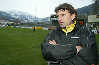 Fotball, 21. april 2002. Tippeligaen, Sogndal v  Start. Fosshaugane. Jan Halvor Halvorsen, trener i Start.