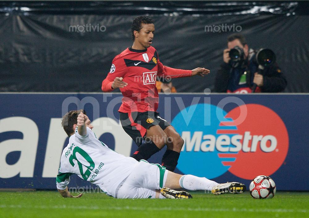 Fussball Uefa Champions League VFL Wolfsburg - Manchester United FC Sascha RIETHER (Wolfsburg) gegen NANI (Manchester).