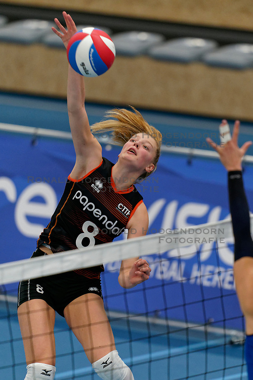 26-10-2019 NED: Talentteam Papendal - Sliedrecht Sport, Ede<br /> Round 4 of Eredivisie volleyball - Jette Kuipers #8 of Talent Team