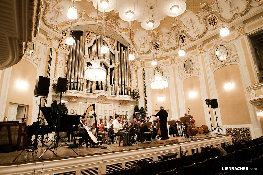 Pierre Boulez rehearsing with the Ensemble intercontemporain in the Grand Hall of the Mozarteum Salzburg. Mozartweek 2009, Photo: Wolfgang Lienbacher