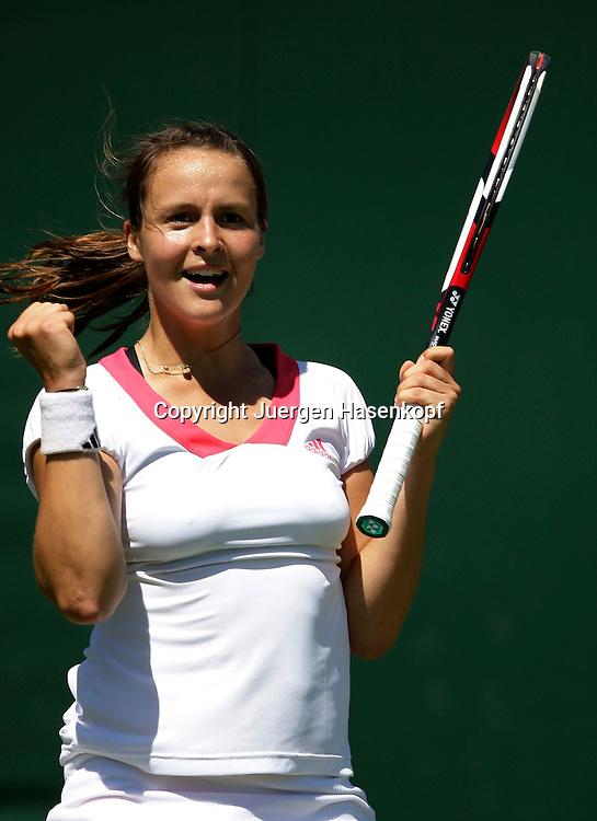 Wimbledon 2009,Sport, Tennis, ITF Grand Slam Tournament,  ..Tatjana Malek (GER) jubelt nach ihrem Sieg,Emotion....Foto: Juergen Hasenkopf..