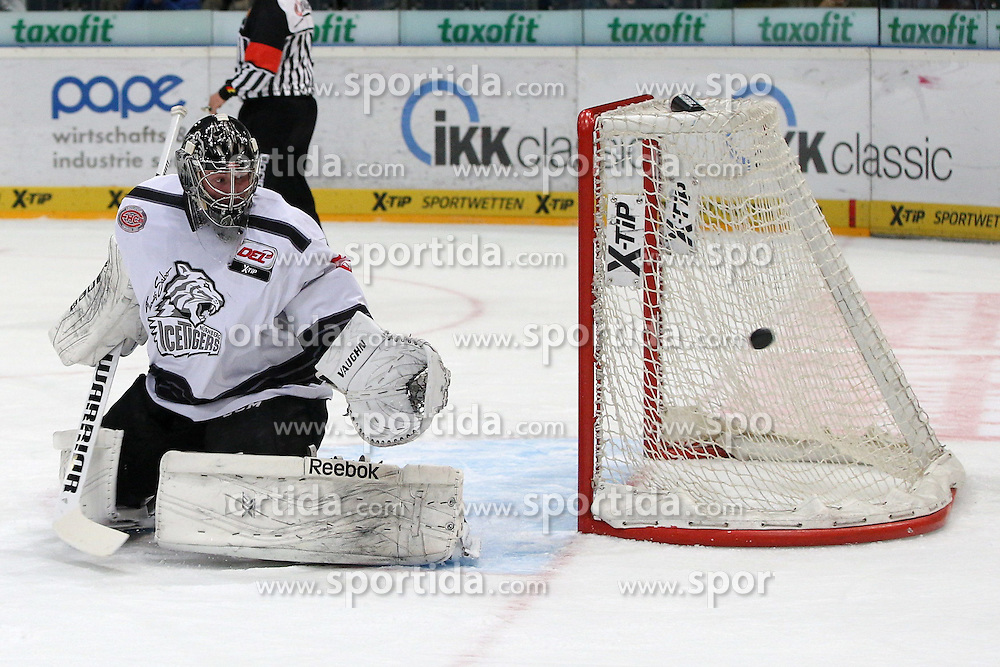 19.12.2014, Lanxess Arena, Koeln, GER, DEL, Koelner Haie vs Nuernberg Ice Tigers, 28. Runde, im Bild Andreas Jenike (Nuernberg Ice Tigers) // during Germans DEL Icehockey League 28th round match between Koelner Haie vs Nuernberg Ice Tigers at the Lanxess Arena in Koeln, Germany on 2014/12/19. EXPA Pictures © 2014, PhotoCredit: EXPA/ Eibner-Pressefoto/ Kohring<br /> <br /> *****ATTENTION - OUT of GER*****
