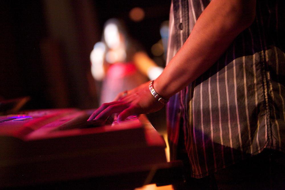 Les étudiants de Pierre-Dupuy monte une spectacle avec l'aide de Fusion Jeunesse. Students from Pierre-Dupuy perform at a talent show featuring music, dance, beatboxing, comedy and more with the help of Youth Fusion.