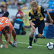 Matthew Lewis (right) evades Ivan Franjic  during the Central Coast Mariners V Brisbane Roar A-League match at Bluetongue Stadium, Gosford, Australia, 19 December 2009. Photo Tim Clayton