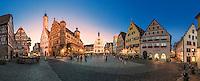 """Rothenburg ob der Tauber ist bekannt für seine gut erhaltene Altstadt aus dem Mittelalter mit vielen verschachtelten Gässchen, Türmen und Fachwerkhäusern. Bekannt ist auch ist das historisches Festspiel """"Der Meistertrunk"""", das jährlich am Pfingstwochenende stattfindet. Seit 2016 ist """"Der Meistertrunk"""" anerkanntes immaterielles UNESCO-Kulturerbe."""
