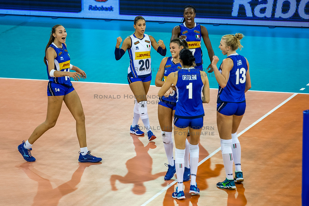 11-08-2018 NED: Rabobank Super Series Italy - Russia, Eindhoven<br /> Russia defeats Italiy with 3-0 and goes to the final on sunday / Sylvia Nwakalor #7 of Italy, Elena Pietrini #14 of Italy, Beatrice Parrocchiale #20 of Italy
