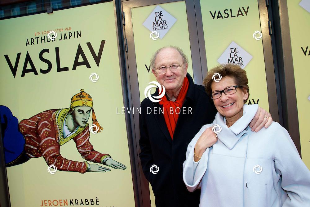 AMSTERDAM - Het toneelstuk Vaslav is in premiere gegaan in theater DeLaMar. Met Joop en Janine van den Ende op de rode loper. FOTO LEVIN DEN BOER - PERSFOTO.NU